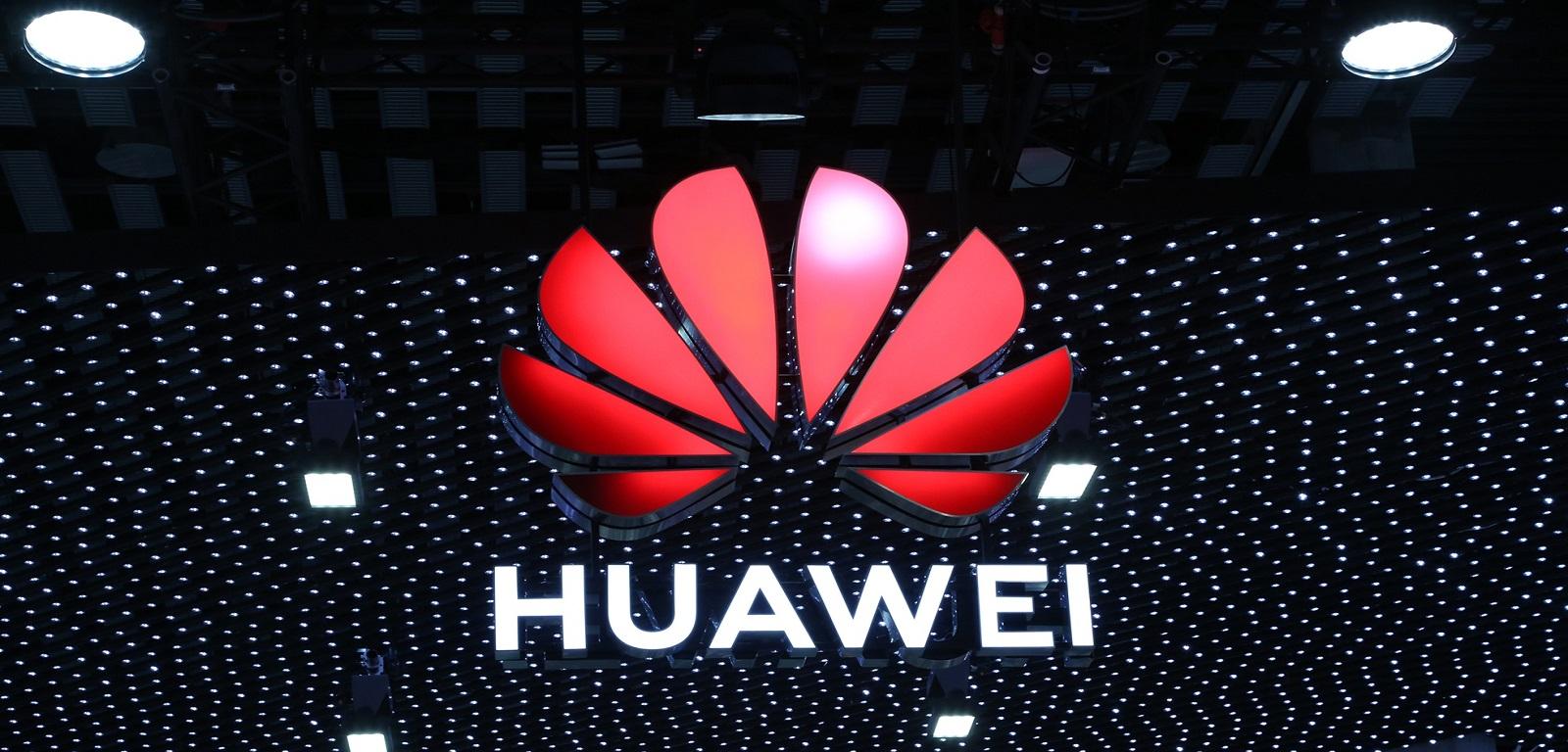 Huawei logo na targach