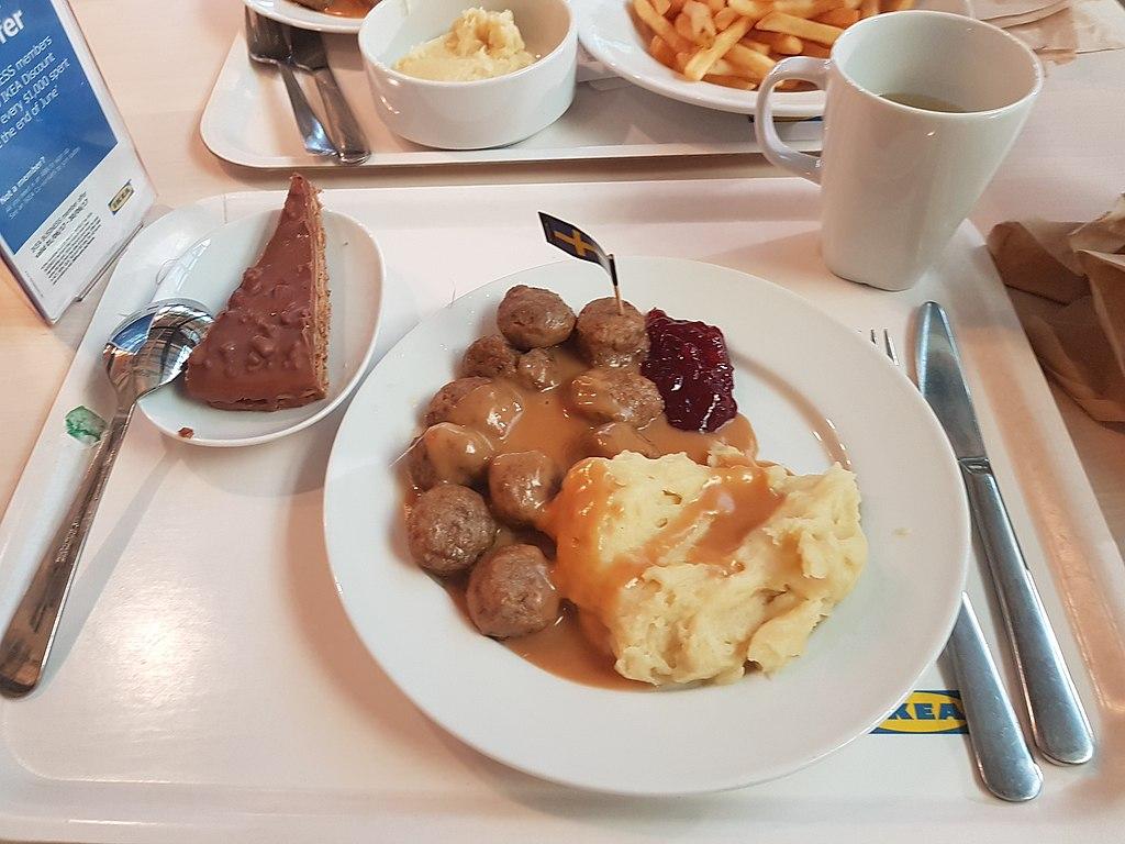 Szwedzkie klopsiki w restauracji IKEA