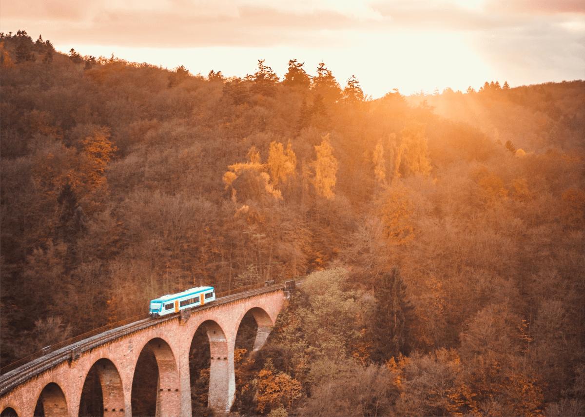Liebeserklärung ans Zugfahren: Nachhaltig, entspannt, frei   Unplanned
