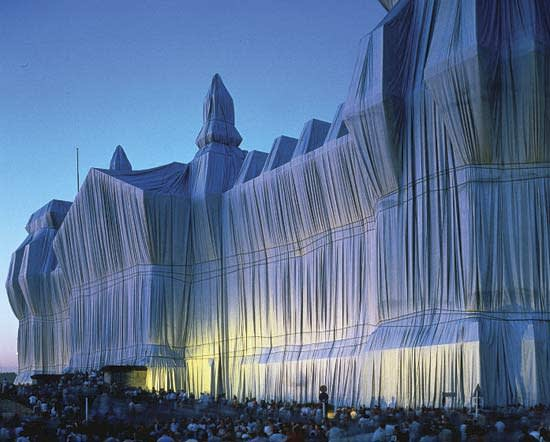 Jeanne-Claude and Christo , Wrapped Reichstag, 1995