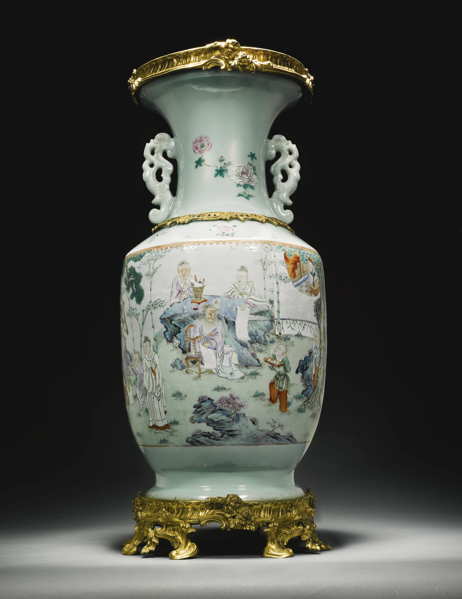 Chinese porcelain vase  qing dynasty  mid 18th century