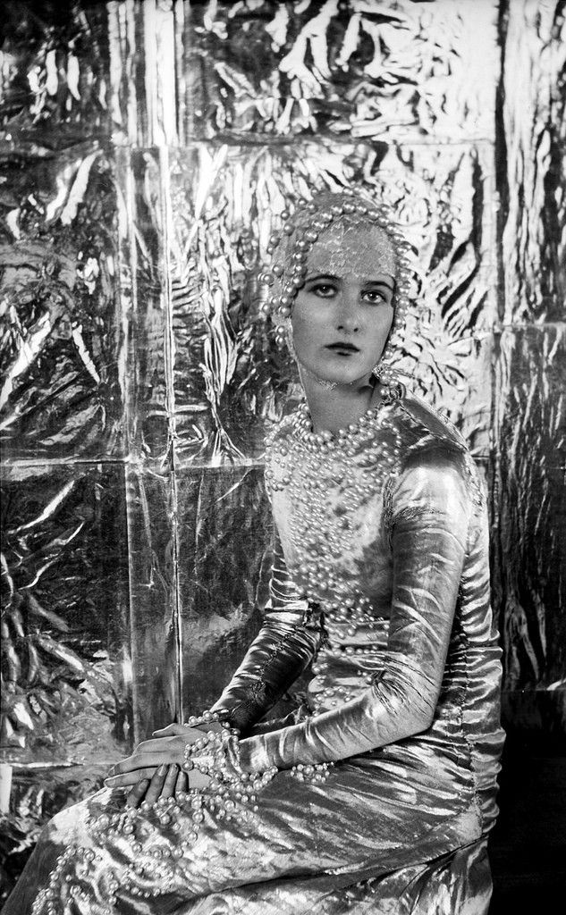 Baba beaton a symphony in silver  1925 photographed by cecil beaton
