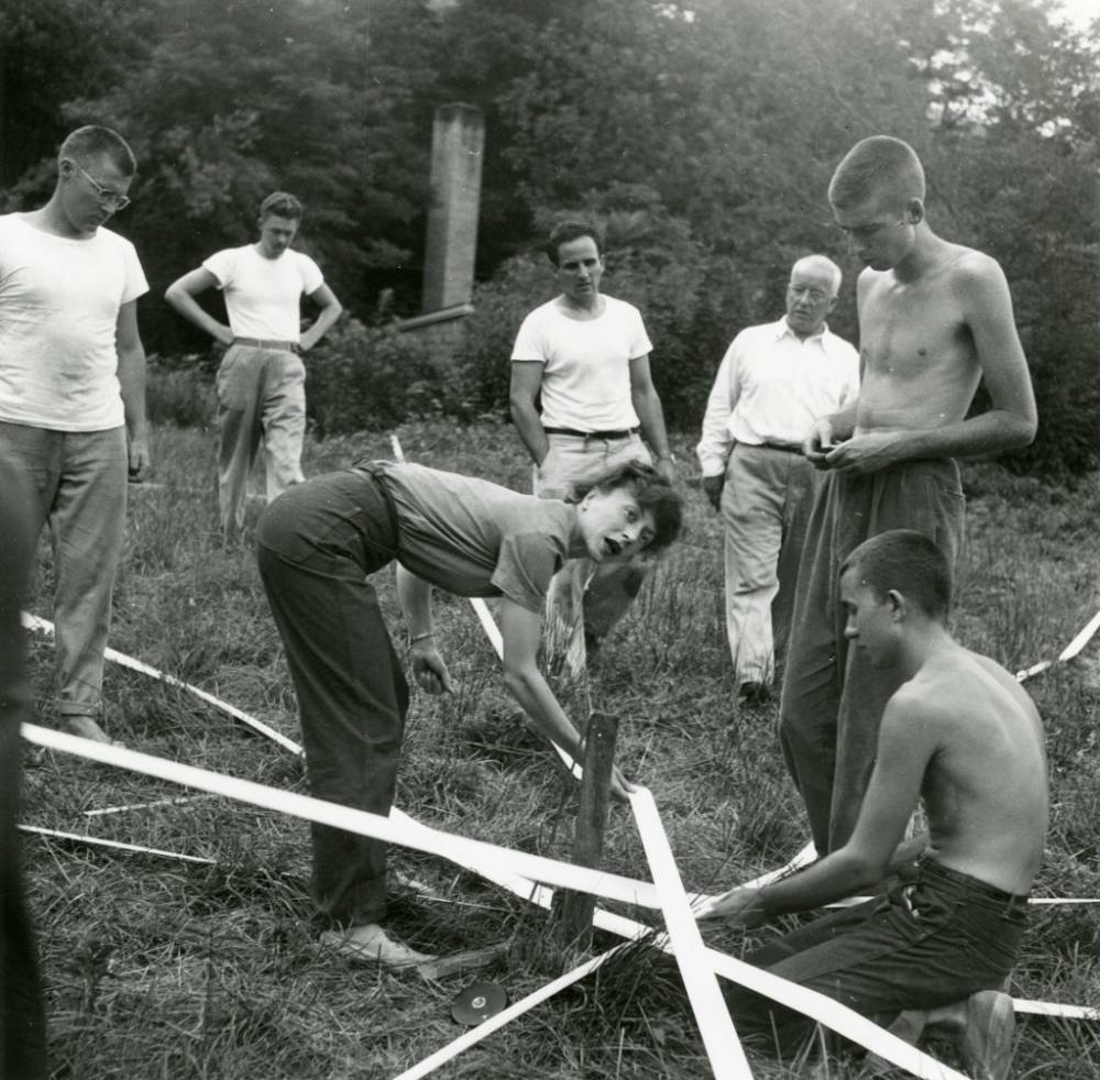 Elaine de Kooning with R. Buckminster Fuller, Ray Johnson, Albert Lainer, and others , Supine Dome, 1948
