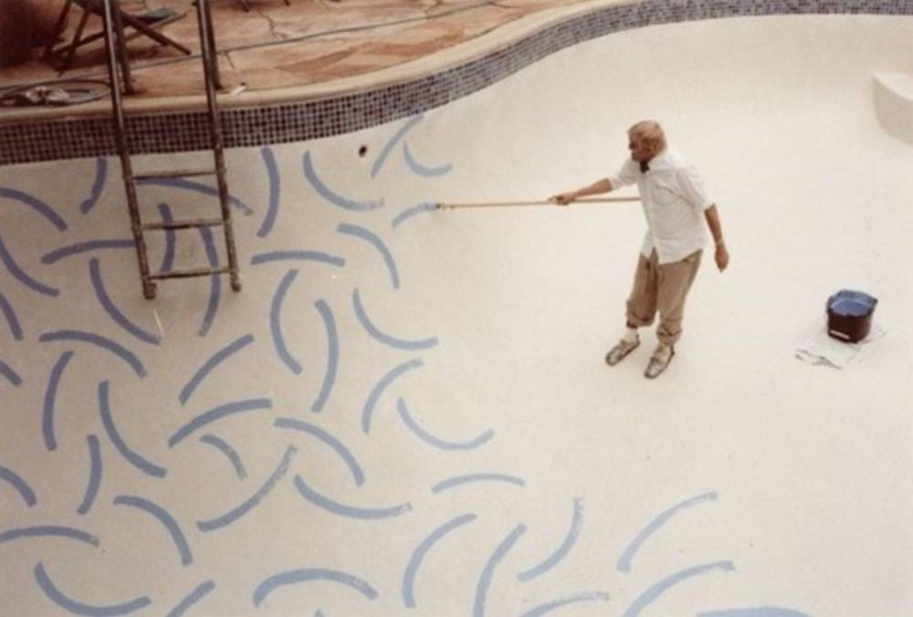 David Hockney, In the process of painting the Roosevelt Hotel swimming pool, Los Angeles