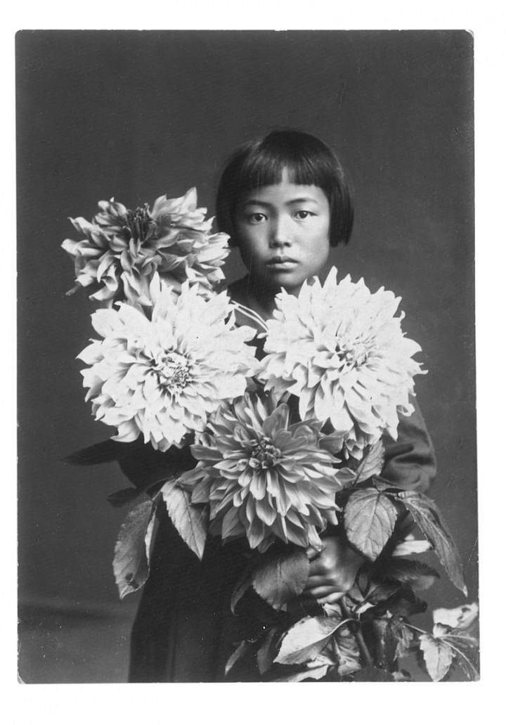 Yayoi kusama with flowers  at the age of ten in 1939