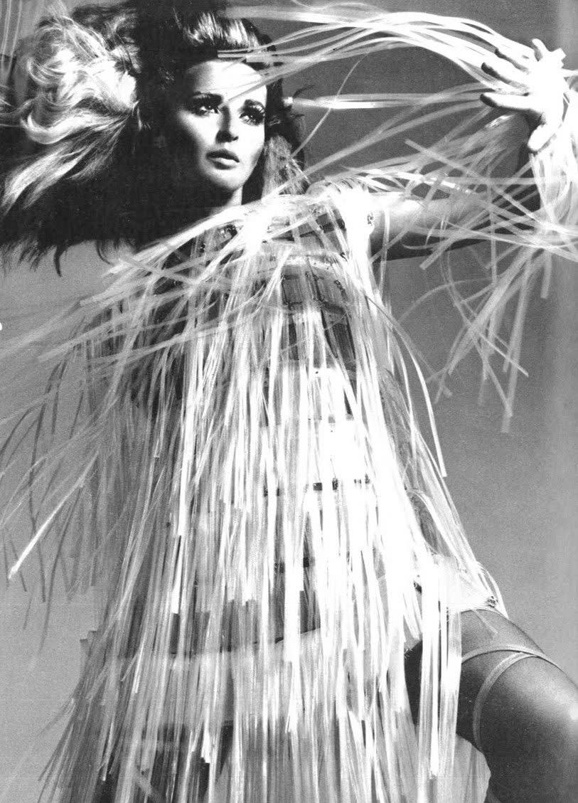 Vogue italia  april 1967 photographer bert stern  model samantha jones  paco rabanne  spring 1967