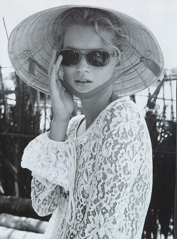 Bruce webber  kate moss  straw hat  shades  lace top  vogue spain  1996  la turista oriental
