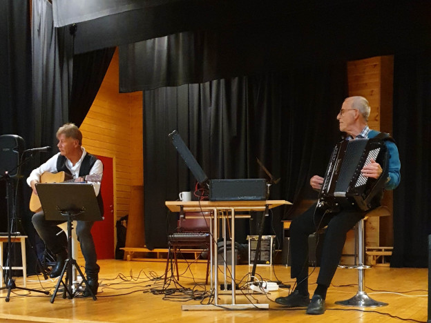 Underholdning ved Anders Hjemstad og Helge Staum.