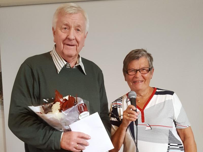Ove Gran gikk ut av vervet som mangeårig styreleder i foreningen. Han ble tildelt mange godord for uvurderlig innsats, samt gave og blomster fra foreningens kasserer Oddrun Paulsen.