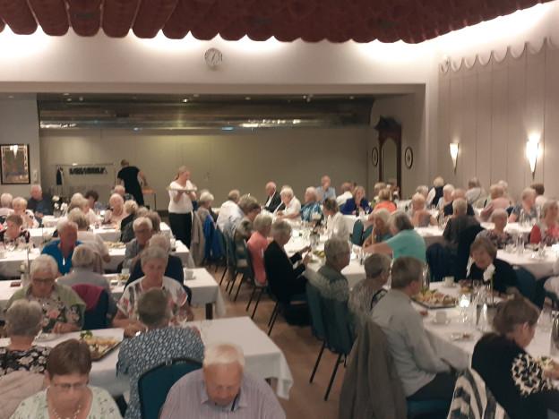120 pensjonister var samlet til en hyggestund på hotell Scandic City i Fredrikstad