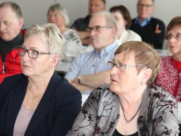 Pensjonistforbundet har i de siste årene satset mye på eldrerådsopplæring. Her fra et vellykket kurs i eldrerådsarbeid for 40 entusiastiske deltakere i Harstad. (Foto: Trond H. Nedrebø)