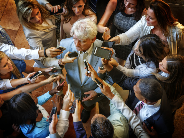 Eldre over 67 år, og særlig eldre kvinner, er sterkt underrepresentert i norske nyhetsmedier, viser ny undersøkelse.   (Illustrasjonsfoto: iStock)