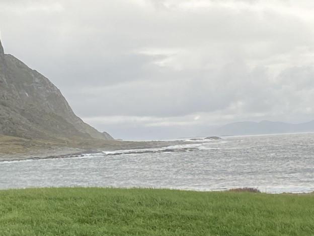 Havet bryt ved Alnes