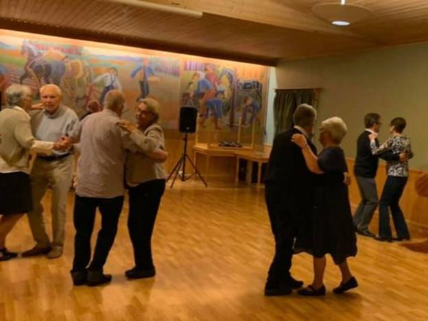 Litt nærmere hverandre i dansen, men vi viser hensyn.