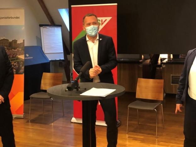 FrP, SV og Pensjonistforbundet er enige om forslag som vil sette stopper for at pensjonistene får redusert kjøpekraft og heve minste pensjonsnivå. (Foto: Bjørg Karin Buttedahl)