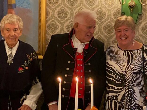 Leder Arne Jacobsen flankert av nestleder Jorunn Damm og styreleder i Pensjonistforbundet Hordaland, Vigdis Ravnøy