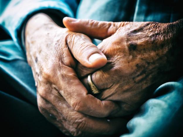 Det er rapportert om et høyt antall eldrevoldssaker i nyere tid, dette gjelder både i private hjem og i institusjon.   (Illustrasjonsfoto: iStock)