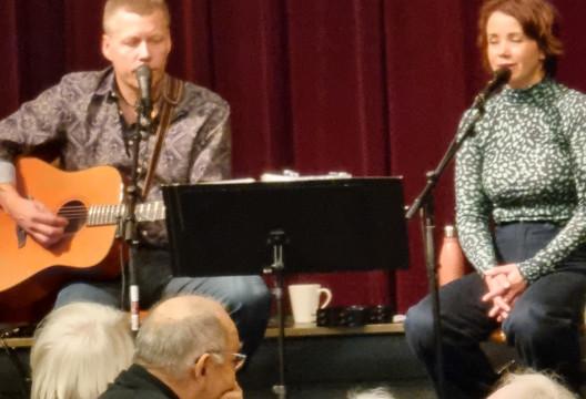 Lillian & Steinar sto for musikken