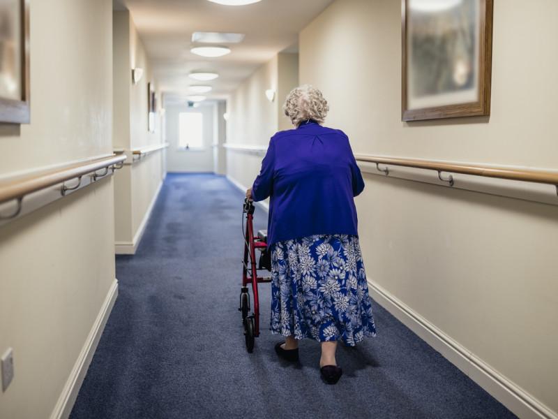 Kommuner bryter loven: Kun 55 prosent av sykehjemsbeboerne i undersøkelsen har hatt lovpålagt legemiddelgjennomgang.    (Illustrasjonsfoto: iStock)
