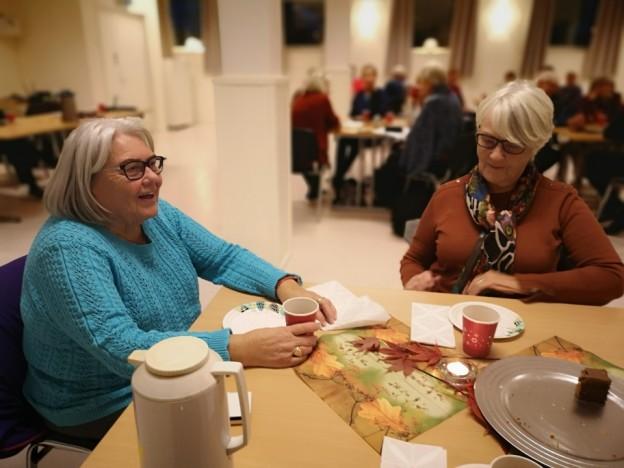 2 glade pensjonister Liv Øye og Bjørg Gangdal