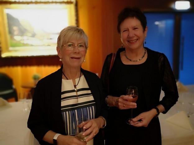 Lederen av Pensjonistforbundet Odda Tyssedal, Gunvor Riim Opedal sammen med varaordføreren i Ullensvang, Kjellaug Hoås Samland.