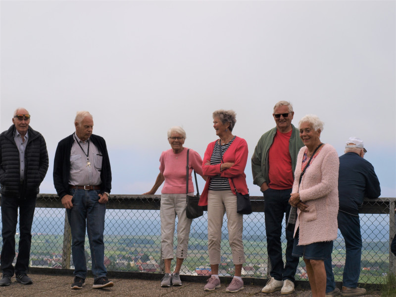 Fra festningen på Lista, Lista fyr bak oss. Fra venstre Magne Andersen, gaiden, Bjørg Songedal, Ingeborg Helene Ausel, Tore Moen, Lullen Seljås og Tore Leo Dalen.