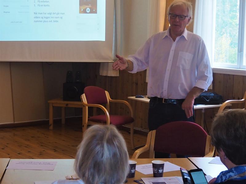 Hovdlærer Tore Vimme fra Arendal Seniornett.