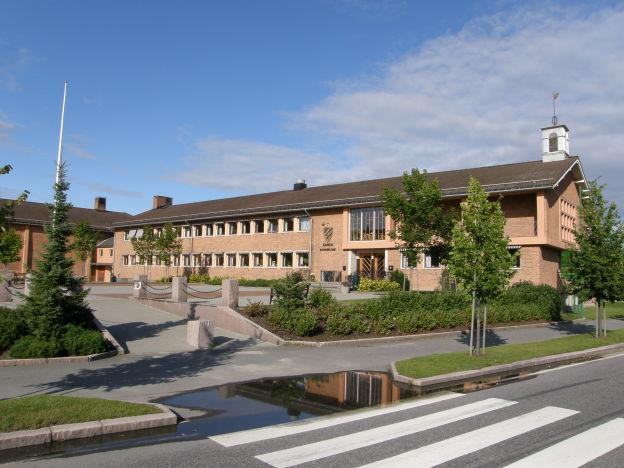 Åsnespensjonistene inntok kommunestyresalen i rådhuset 10.mai og skal innen sommeren ha ikke mindre enn fem datakurs.