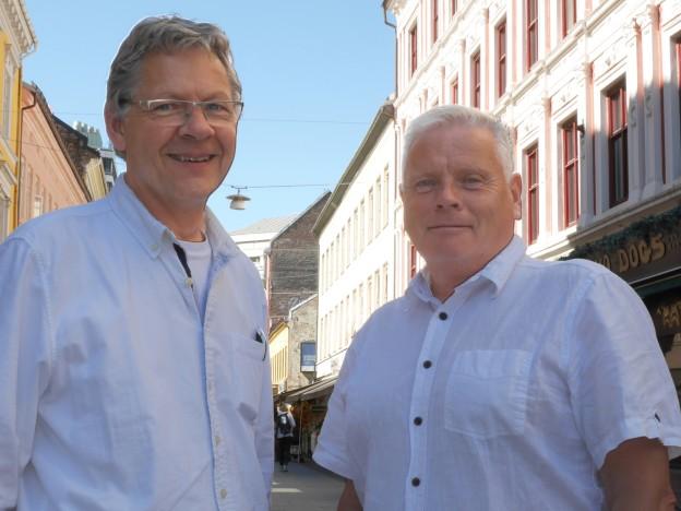 Generalsekretær Harald O. Norman (t.v.) og forbundsleder Jan Davidsen går en travel tid i møte. Mellom 23. august og 6. september arrangerer Pensjonistforbundet 20 valgdebatter landet rundt - fra Mandal i sør til Hammerfest i nord. (Foto: Johnny Syversen)