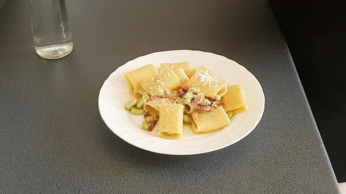 Paccheri di Gragnano IGP con fave fresche, pancetta e pecorino