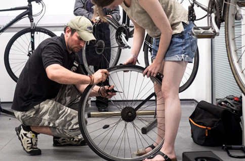 Replacing a bike tyre