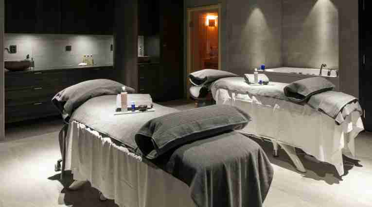Froso-Hotel-Spa-massage