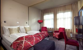 cc-folketeateret-superior-double-room-featured.jpg