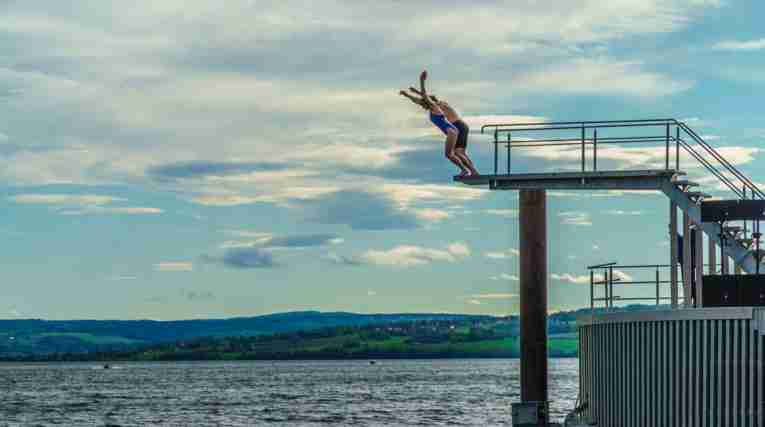 Stupetaarnet-Hamar-People-Diving