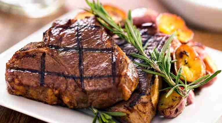 Steak-on-plate-rosemary-potatoes