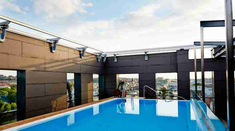 rooftop-pool-clarion-hotel-post