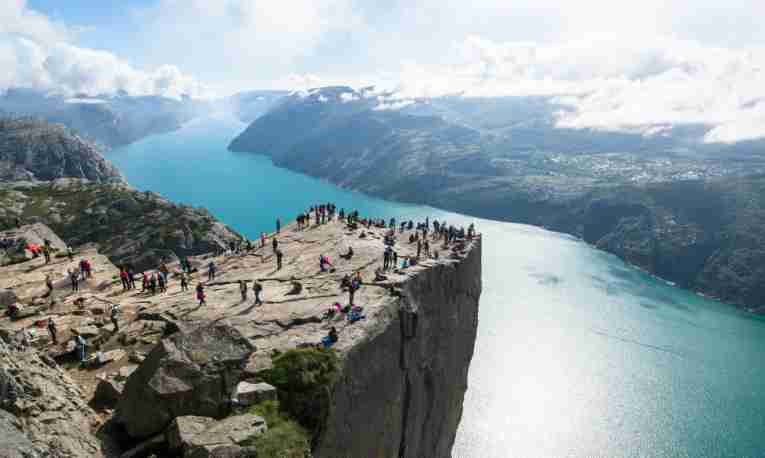 preikestolen-norway-hiking-featured.jpg