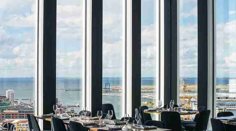 skybar-view-kitchen-table-clarion-hotel-congress-malmo-live.jpg