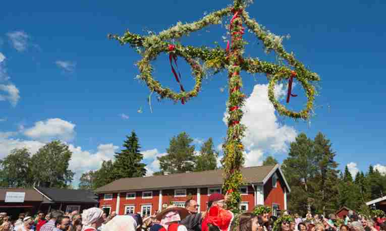 traditional-midsummer-hagnan-lulea-featured.jpg