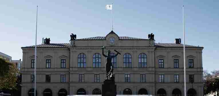 Karlstad town square, peace monument, building