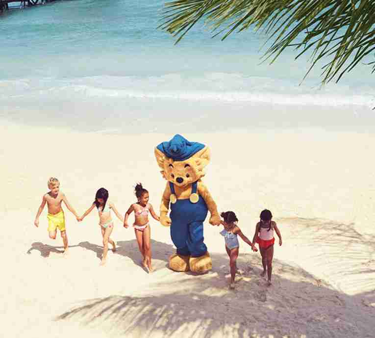 Children at the beach with Bamse