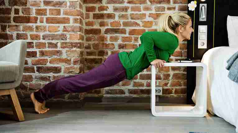 NCH_Exercise_Narrow_pushups_985x549