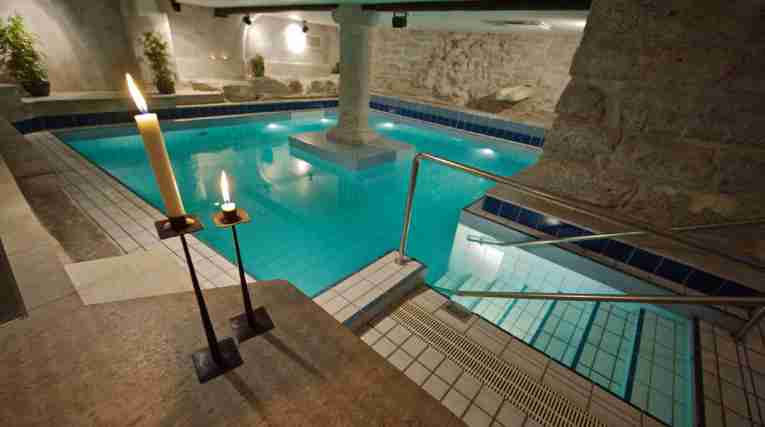 Pool med ljus Selma City Spa Wisby