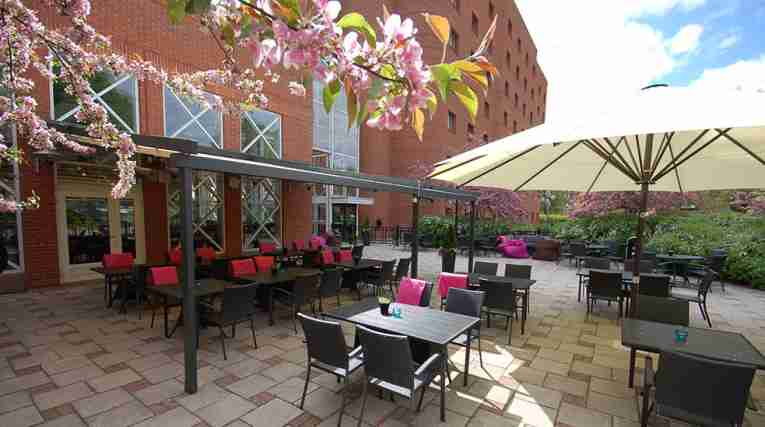 outdoor-terrace-seating-area-quality-hotel-galaxen