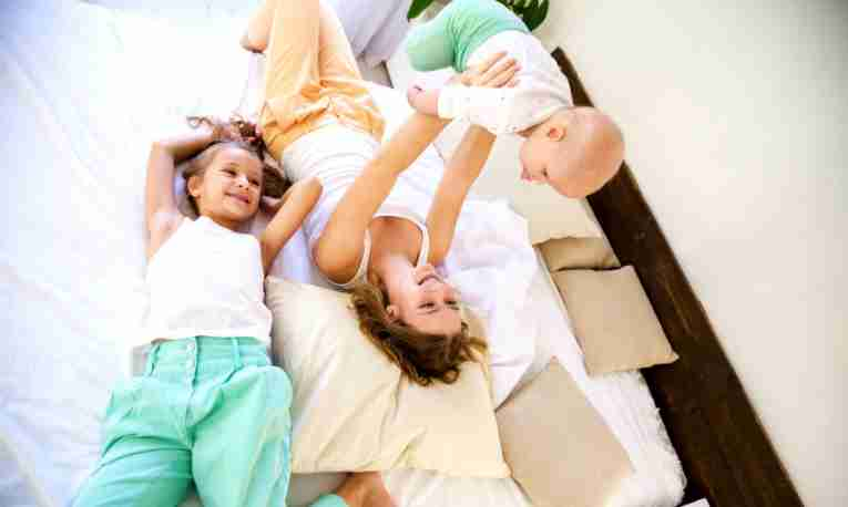 children-kids-mother-playing-hotel-bed.jpg