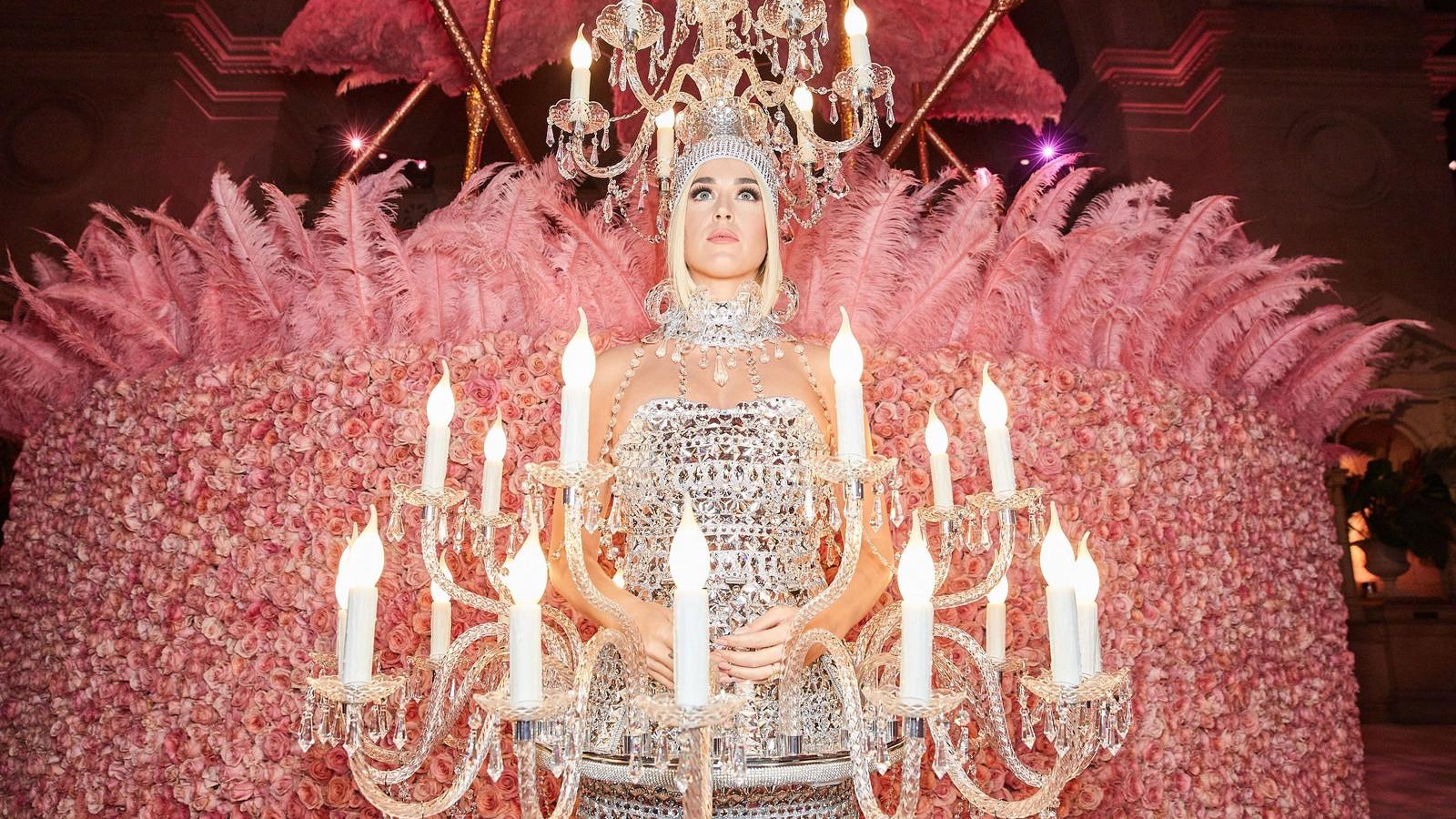 02300-CT-metgala19-arrivals (1) - Jenae Holloway - US - Vogue - Costume Benefit Met Gala