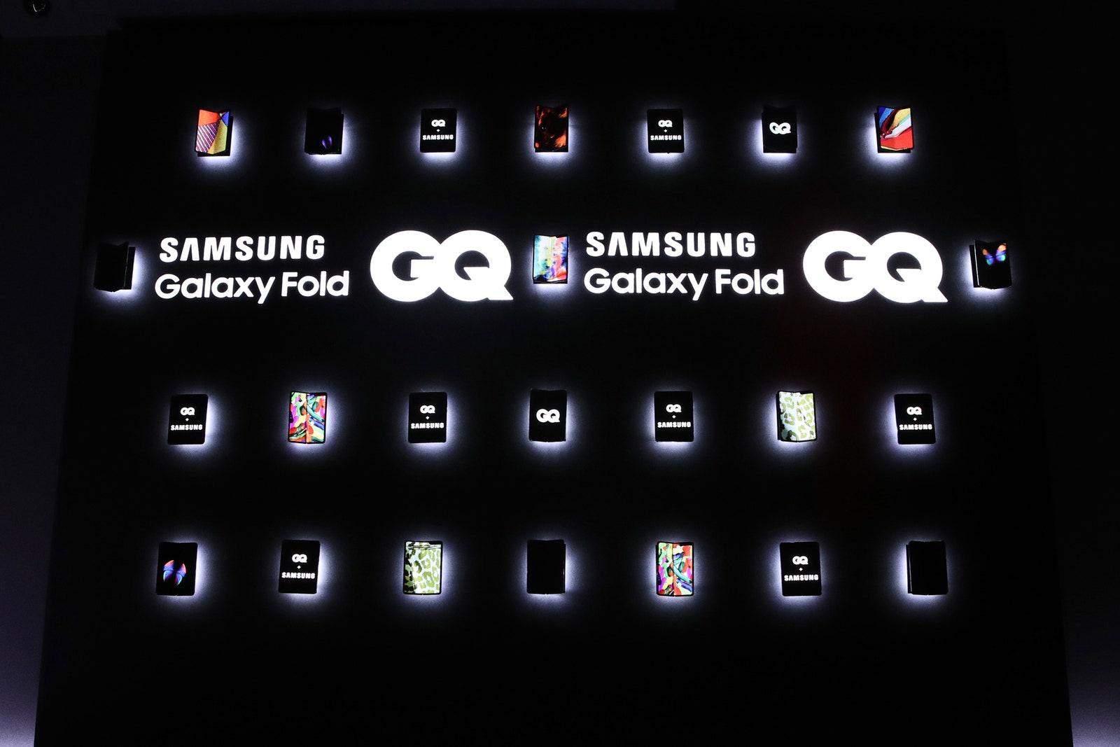 galaxy-wall-02 - Francesca Barker- US - GQ MOTY - Sponsor 1