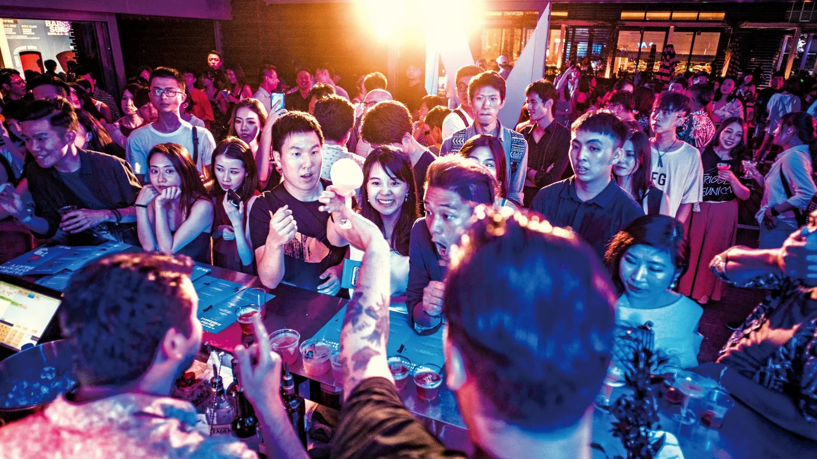 Luanch party bar scene - giles.heasman(何家樂) - Taiwan - GQ BarSurfing