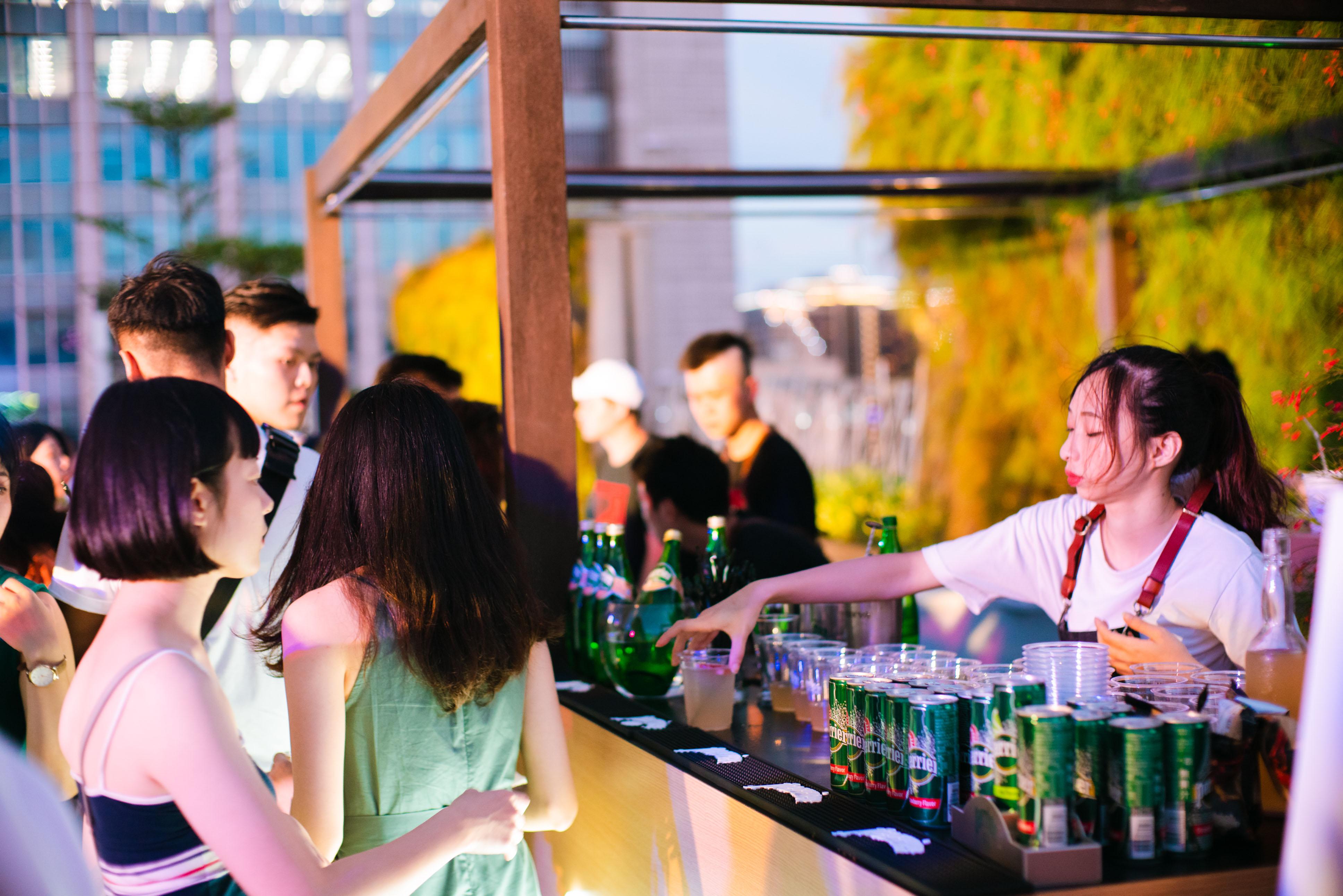 Perrier 2 - giles.heasman(何家樂) - Taiwan - GQ BarSurfing - Sponsor 1