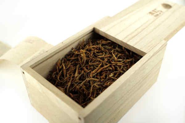 Золотой Дянь Хун Гу Шу чайной фабрики Фэн Цин (экстра класс)